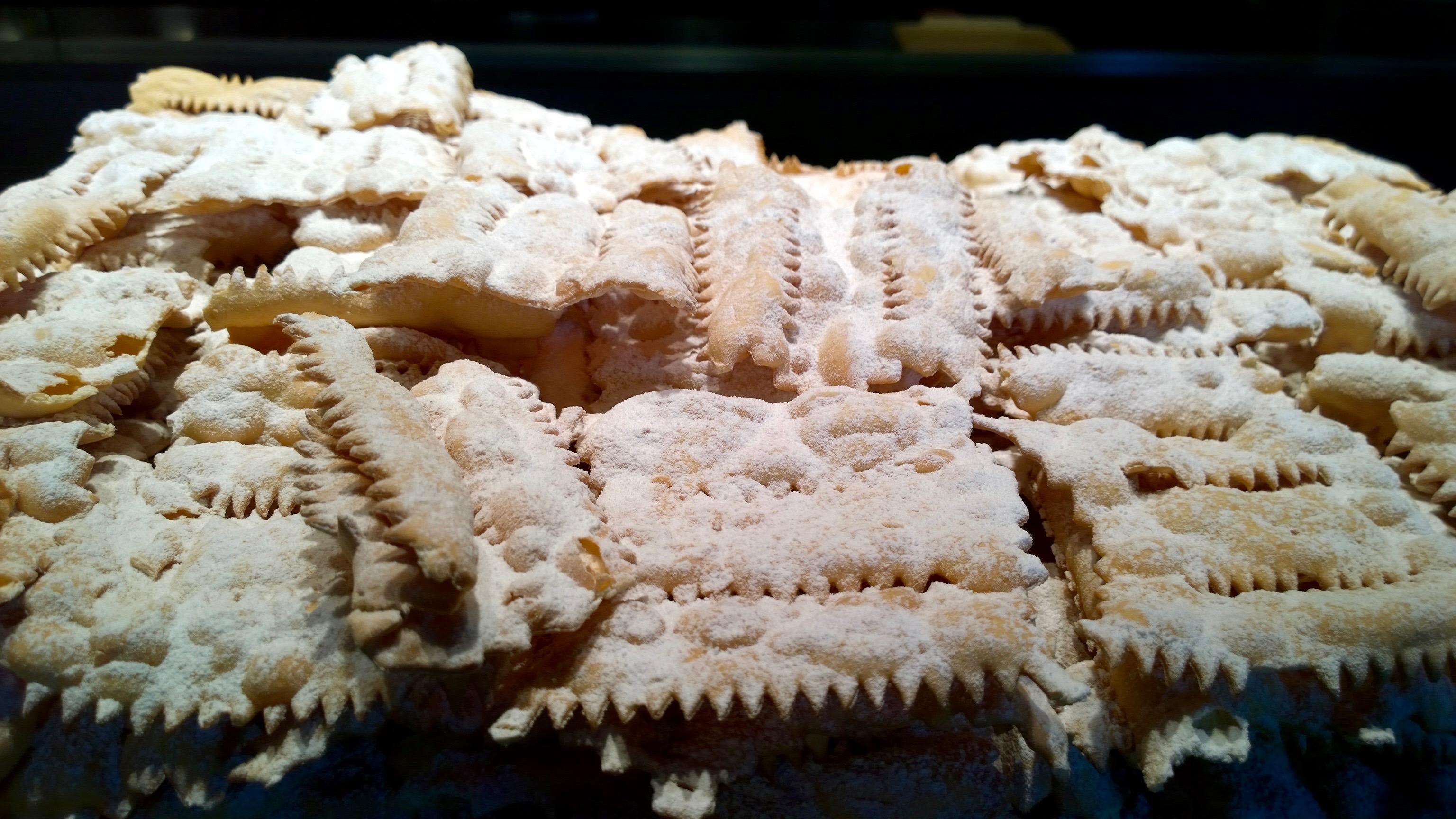 Gastronomia italiana doces típicos do carnaval chiacchiere