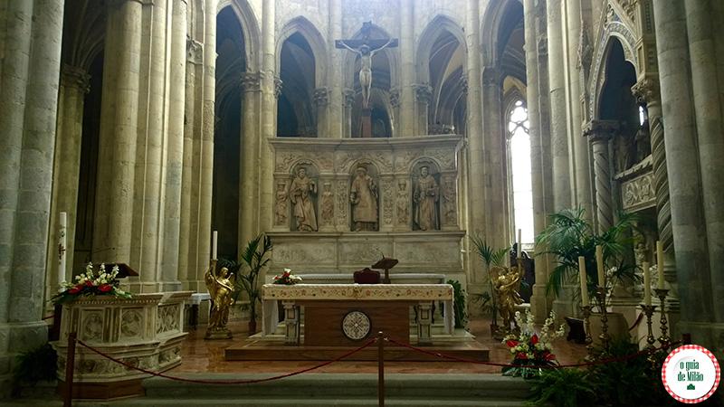 Pontos turísticos de Nápoles na Itália Igreja San Lorenzo Maggiore