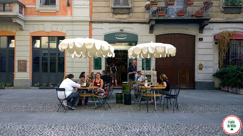 Bares em Milão La vineria no bairro Navigli