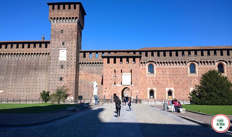 Castelo Sforzesco um dos principais pontos turísticos de Milão no Parque Sempione visita dos museus gratuitos de Milão Michelangelo