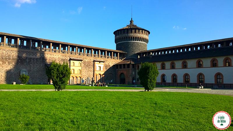 Castelo Sforzesco o principal ponto turísticos de Milão no Parque Sempione O interior do Castelo
