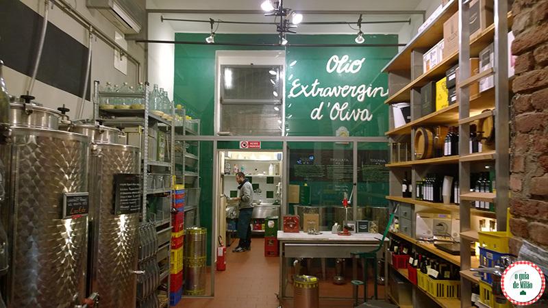 Milão à noite onde beber vinho em Milão no bairro Navigli