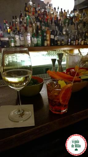 Onde fazer aperitivo em Milão Rita no bairro Navigli