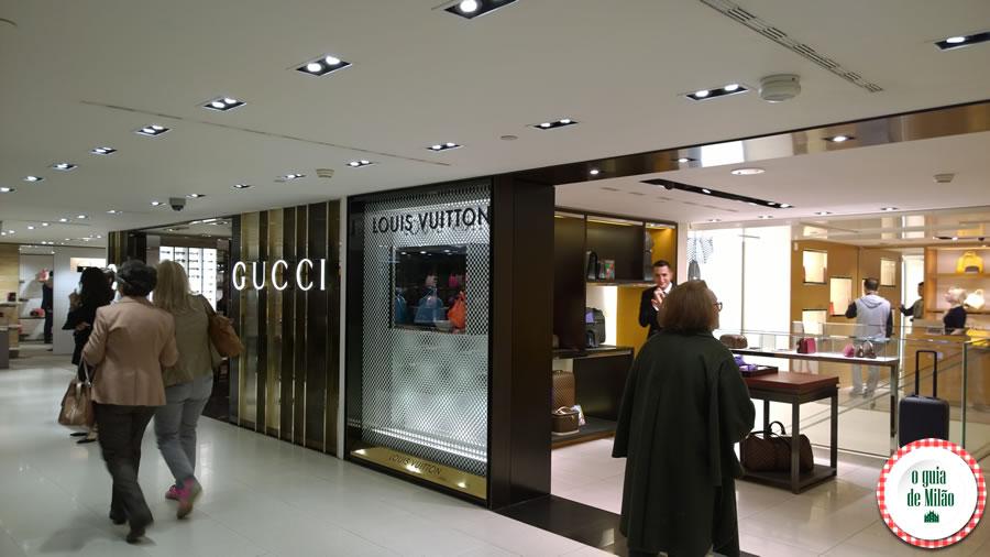 Onde fazer compra no centro de Milão A Rinascente a loja de Gucci em Milão e perto a loja de Louis Vitton em Milão