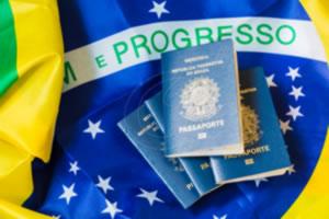 Organizando os documentos para a viagem em Milão