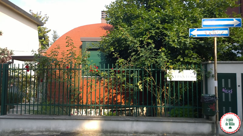 casa dei puffi Milão-1 Arquitetura em Milão Turismo em Milão Iglus em Milão