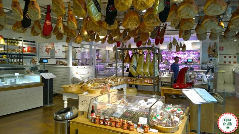 A seção de queijos e presuntos