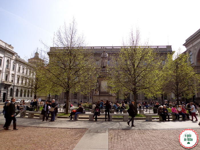 Milão econômica - Praça Scala