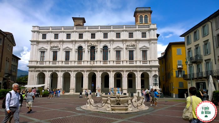 Biblioteca Angelo Mai e chafariz Contarini