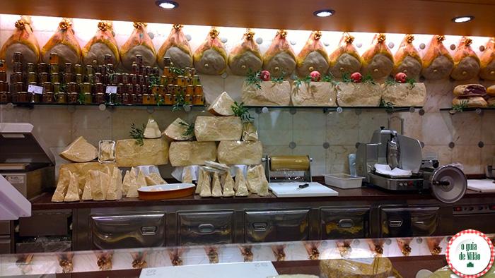 Peck Delicatessen em Milão queijos e presuntos italianos