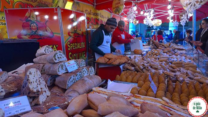 Compras de Natal em Milão comida e rua na Itália