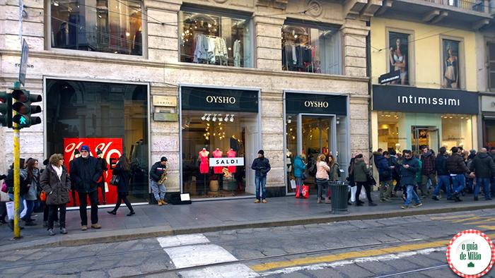 Primeiro dia de liquidação de inverno em Milão (Via Torino)