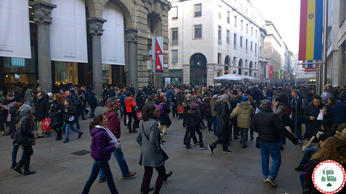 Primeiro dia de liquidação de inverno em Milão (Corso Vittorio Emanuele)