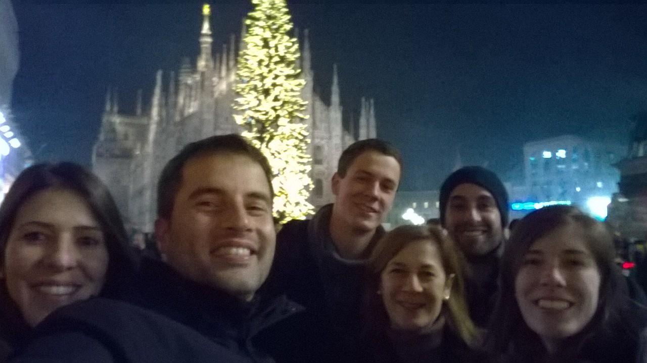 Selfie em família na praça Duomo