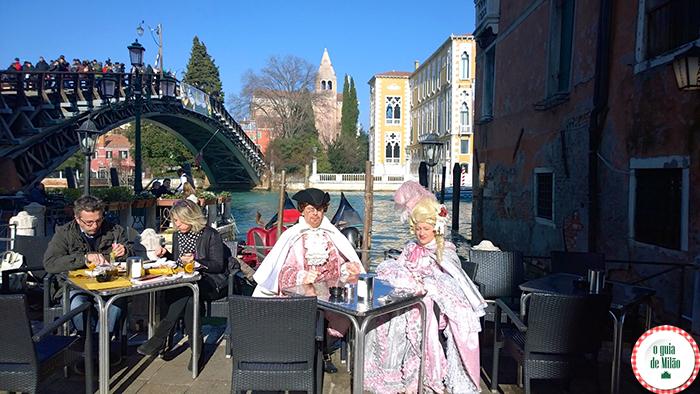 Carneval em Veneza fogos de artifício, animação para as crianças