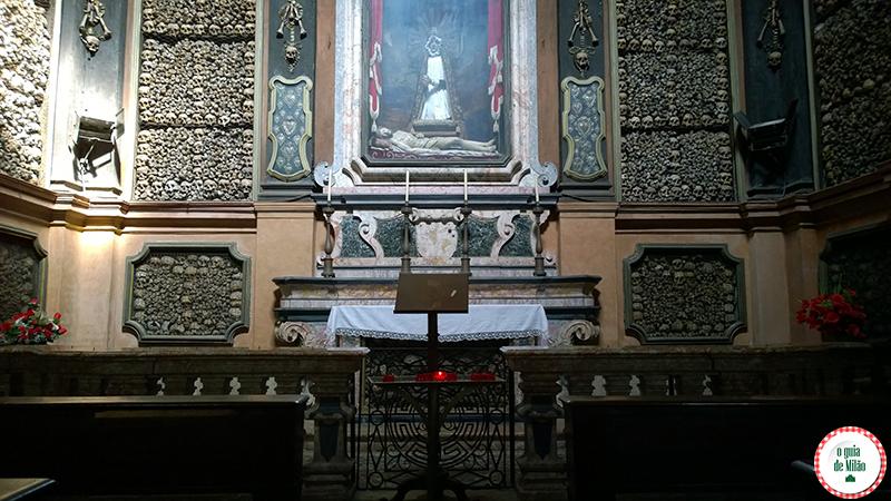 capela de ossos da igreja San Bernardino em Milão