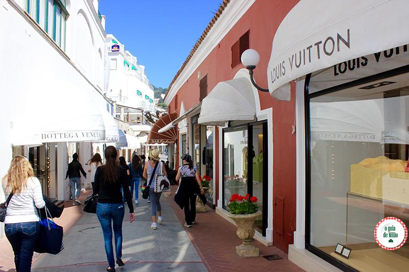 rua camerelle lojas de luxo em Capri