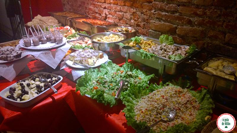 Comer e beber em Milão Bares de Milão O buffet do Manhattan
