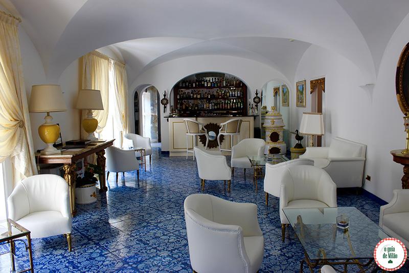 Onde dormir em Capri a hall da Scalinatella Hotel em Capri Nápoles