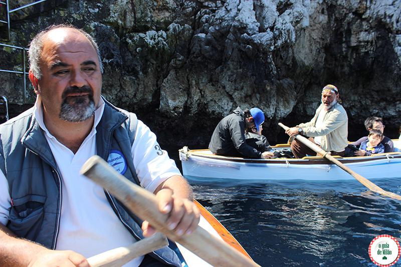passeio turistico de barco na gruta azul Capri Nápoles Itália