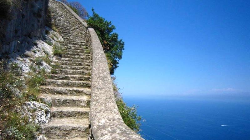 turismo em Nápoles na ilha de Capri scala fenicia de Anacapri