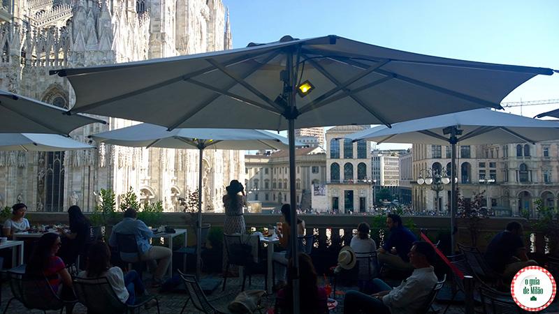 Dica de bares de Milão o spritz os coquetéis mais populares de Milão