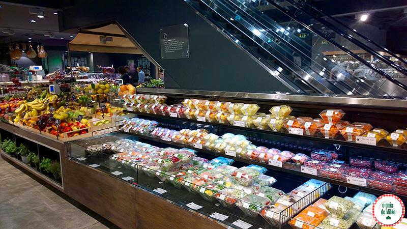 Supermercados lojas gourmet e delicatessen no centro de Milão
