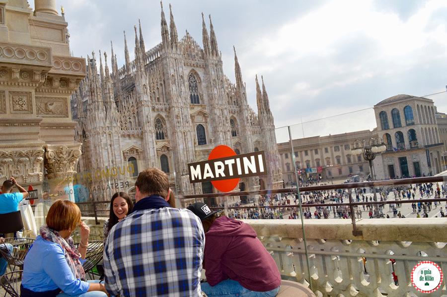 Terraço Bares com vista para o duomo de Milão