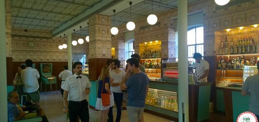 cafeteria típica de Milão Barl Luce na fundação Prada