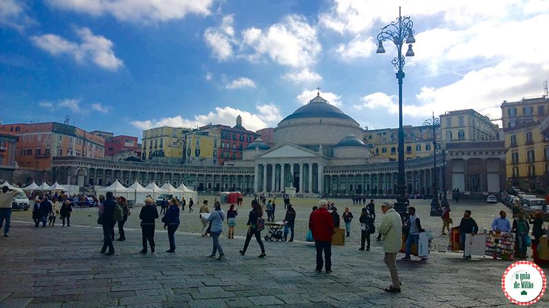 Turismo em Nápoles Itália Praça do Plebiscito