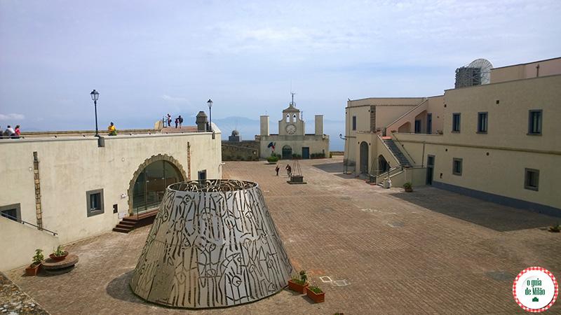Pontos turísticos em Nápoles Itália Castelo SantElmo