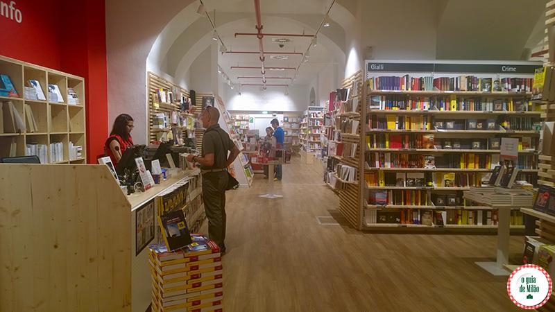Comprar livros e cds em Milão Itália La Feltrinelli Milão