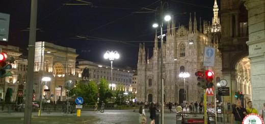 A praça do Duomo no centro histórico de Milão