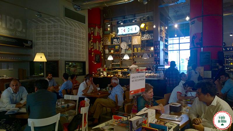 Compras em Milão La Feltrinelli Red Milão