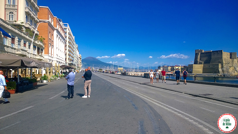 O que fazer em Nápoles Itália Avenida beira mar Nápoles