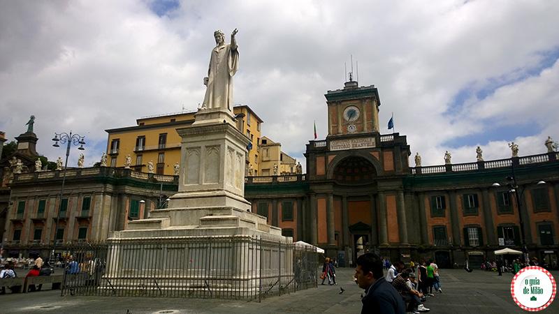 Praça Dante Turismo em Nápoles na Itália