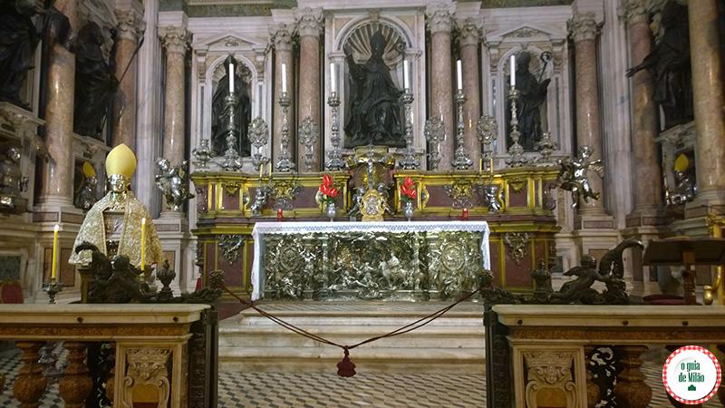 Pontos turísticos em Nápoles Itália Duomo de Nápoles Basílica de San Gennaro