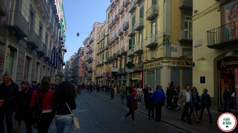 Turismo em Nápoles Itália Via Toledo