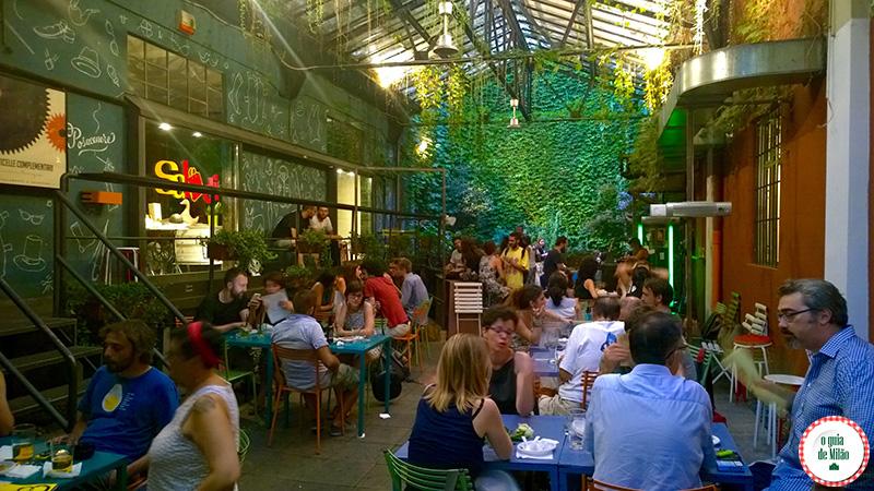Bares em Milão à noite Bar Frida