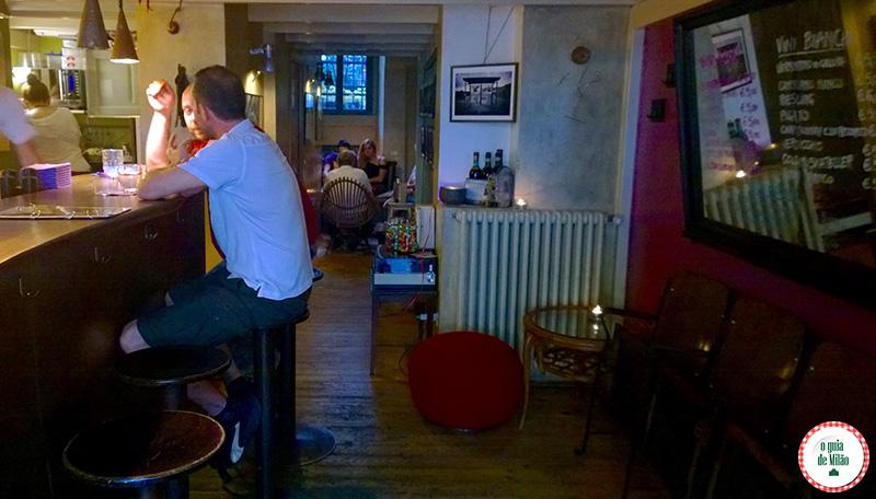 Bares em Milão Noite em Milão Ebrezza Bar