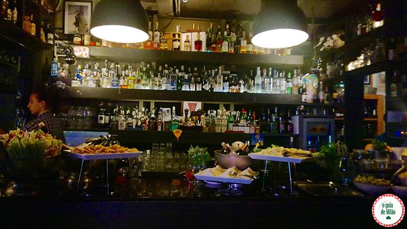 Bares em Milão Deus Cafè Noite em Milão