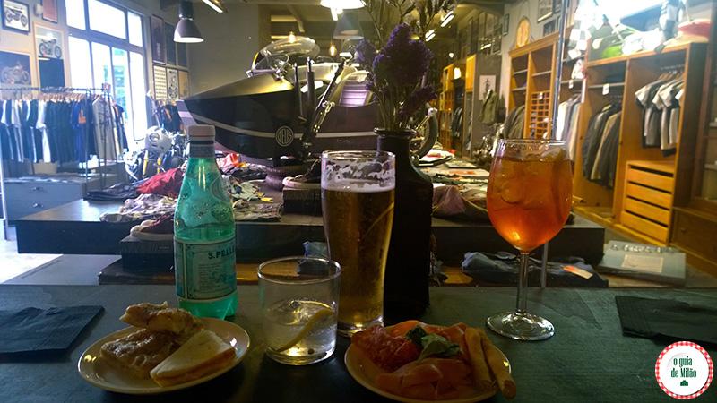 O que fazer à noite em Milão Bares em Milão Deus Cafè
