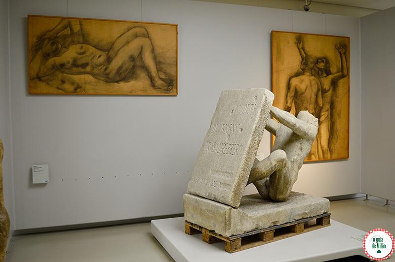 Pontos turísticos no Centro histórico de Milão Museu do Novecento
