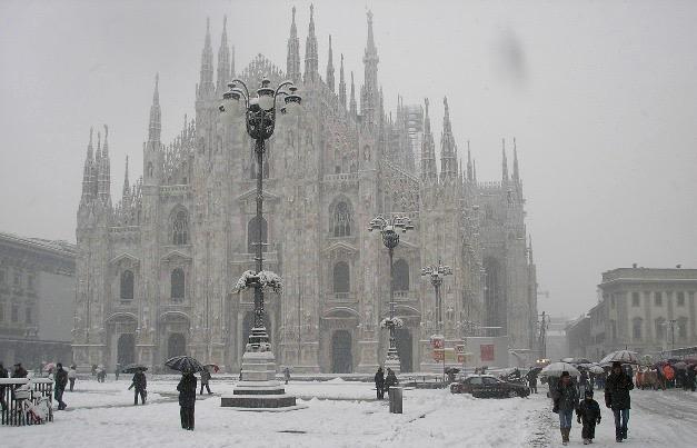 7 Motivos para visitar Milão no inverno Neve em Milão Duomo de Milão