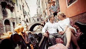 Romântico passeio de gôndola em Veneza com Serenata