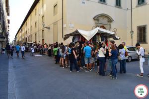 Turismo na Itália fila no museu espera