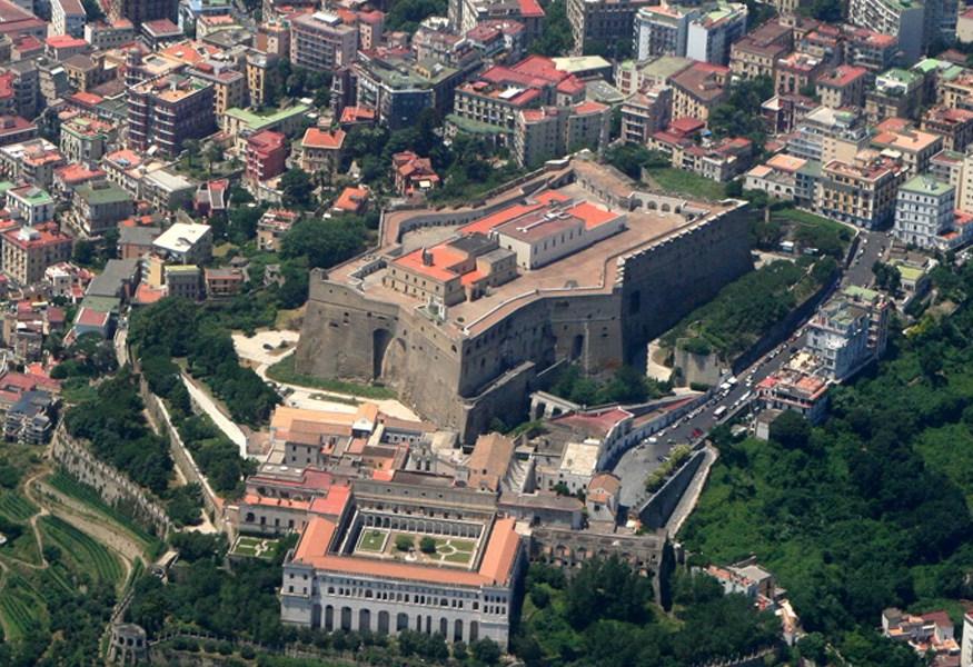 O castelo Sant'Elmo em Nápoles Turismo em Nápoles
