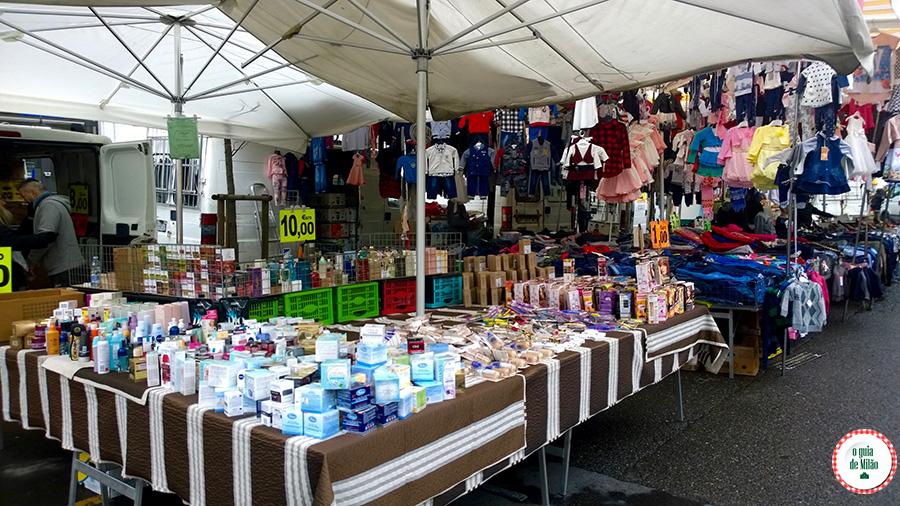 Compras em Milão Feira de rua na Isola em Milão