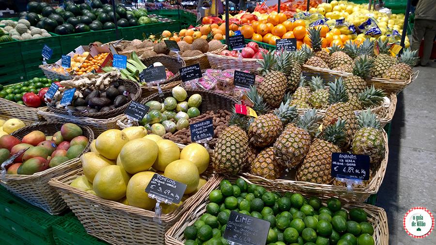 Frutas na Itália banana maçã manga abacate supermercado Milão
