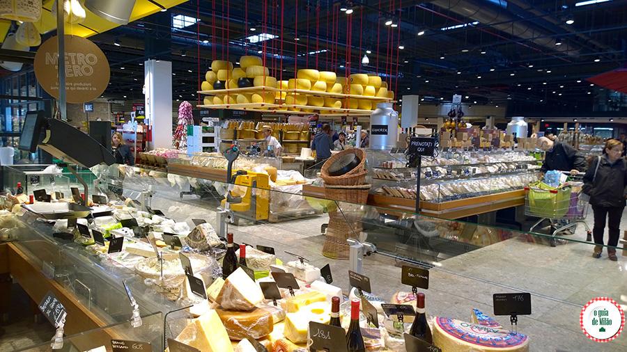 Supermercado na Itália Queijos italianos comida típica da Itália